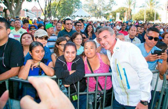 Alcalde de Puebla Tony Gali Fayad en Feria del Mole.jpg 2
